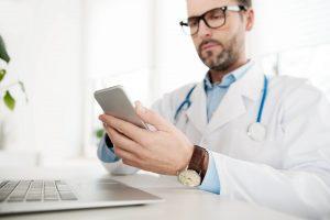 Aplicativos para médicos: 8 opções para facilitar o trabalho desse profissional
